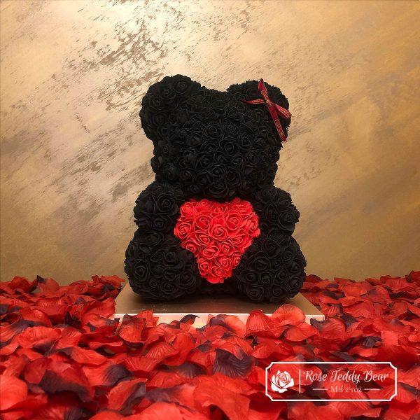 Czarny miś z róż 40 cm